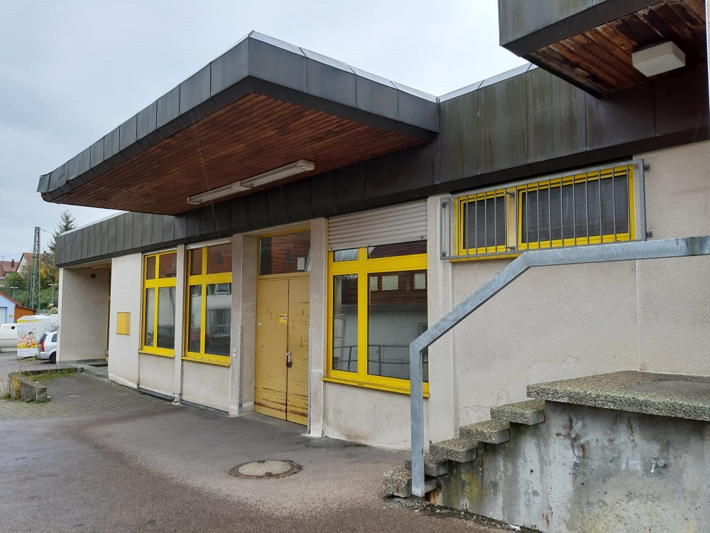 Commercial property centrally located in Mögglingen (former post office) to rent